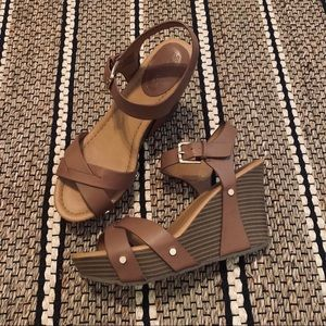 Kenneth Cole Brown Wooden Wedges